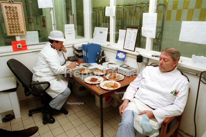 Prison Staff take a break after finishing cooking lunch in prison kitchen. Pentonville Prison. - Duncan Phillips - 1998-04-15