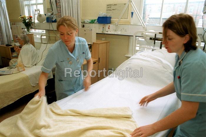 Nurses making Hospital Bed at a North London Hospital - Duncan Phillips - 2000-09-16