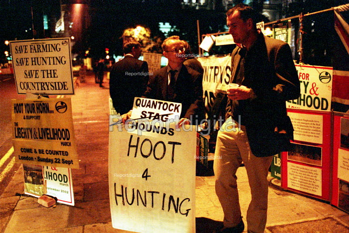 Members of the Countryside Alliance on a vigil outside the houses of Parliament. - Duncan Phillips - 2002-09-19