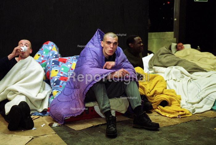 Homeless on the street London Victoria - Duncan Phillips - 2002-10-14