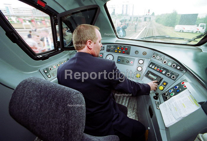 Train Driver in the cab of a Virgin Trains Pendolino. - Duncan Phillips - 2002-07-23