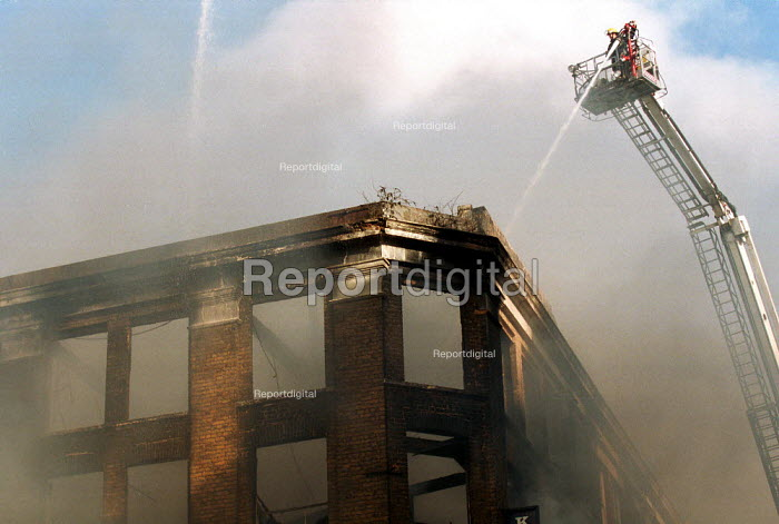 Fire Crew attending a warehouse fire London. - Duncan Phillips - 2001-04-16