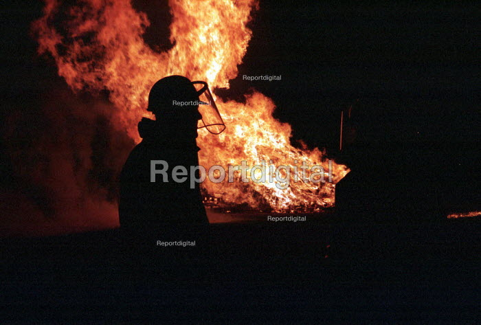 Fireman attending a night time fire, London - Duncan Phillips - 2000-05-06