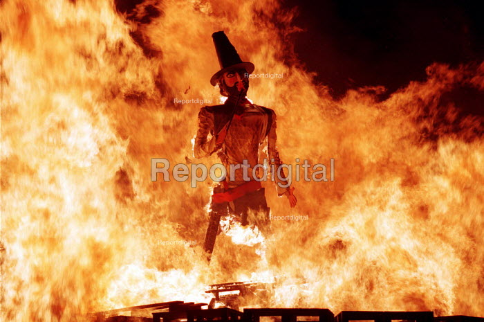 Traditional November 5th bonfire celebration burning effigy of Guy Fawkes. Public Display - Duncan Phillips - 2001-11-05