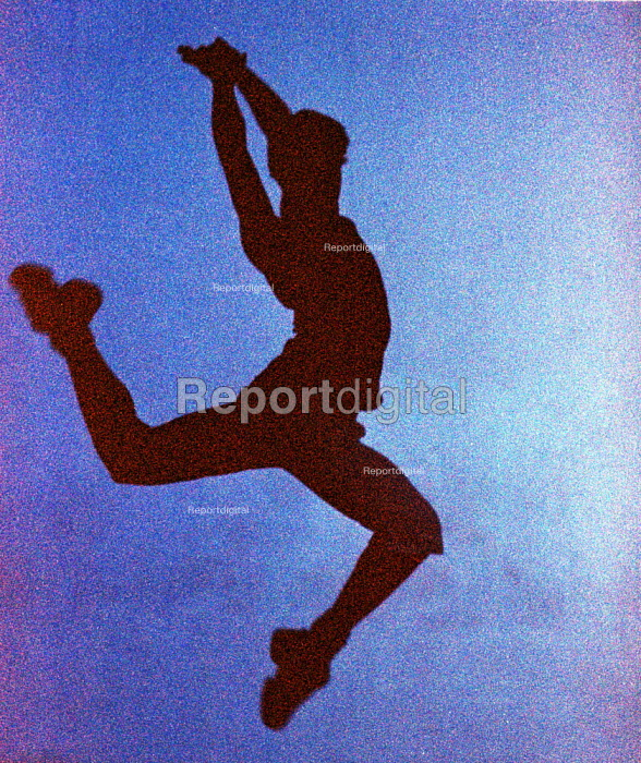 Dancer leaping. - Duncan Phillips - 2002-06-27