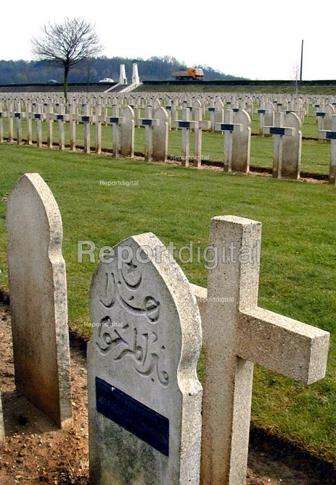 Muslim and Christian graves in a first world war graveyard in the Aigne valley, northern France - David Bocking - 2002-03-30