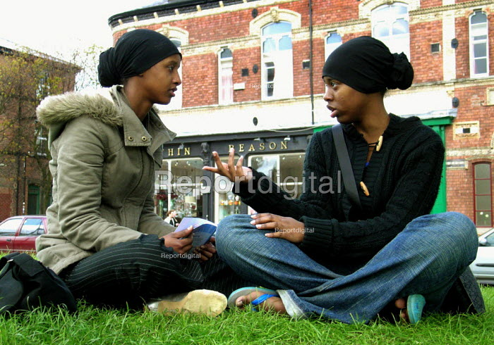Muslim girls discussing politics during the 2005 general election campaign in Sheffield city centre - David Bocking - 2005-04-27