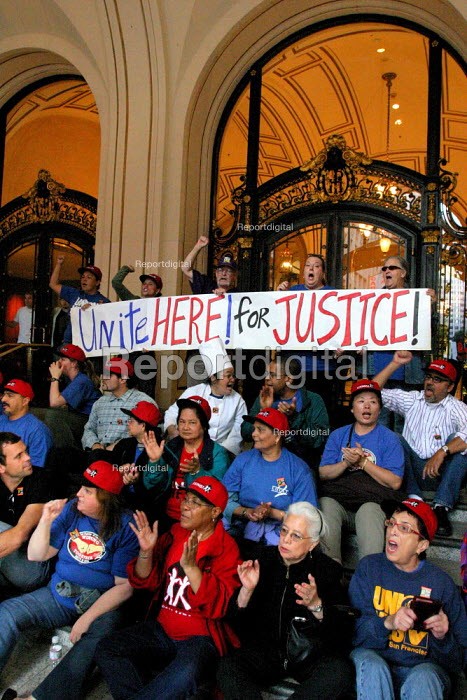 Hotel workers protest in the entrance of the Palace Hotel, where 68 people are arrested. UNITE HERE Local 2, has been negotiating for over two years with thirteen San Francisco Class A hotels, trying to get major increases in wages for hotel workers - David Bacon - 2006-08-31