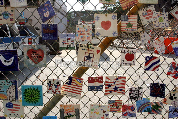 A memorial to the people killed in the terrorist attack of 9/11/01. - David Bacon - 2005-09-11