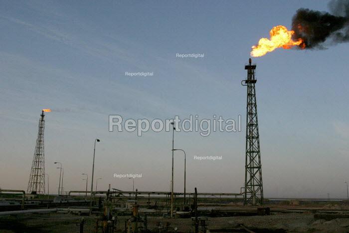A gas flare in the Basra oil refinery. - David Bacon - 2005-05-27