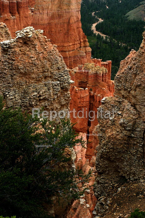 The eroded side of a canyon in Bryce Canyon National Park. - David Bacon - 2005-08-07