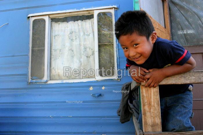 A child of Mixtec Mexican immigrants from Nochixtlan in Oaxaca, Lamont Trailer Park, California USA - David Bacon - 2006-06-09