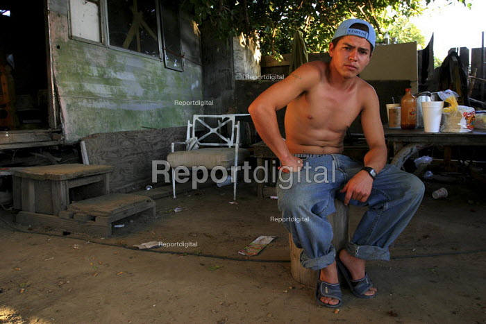 Jose Chavarria, a farm worker from Sahuayo, Michoacan, lives in a settlement of trailers in Raisin City. California USA - David Bacon - 2006-09-05