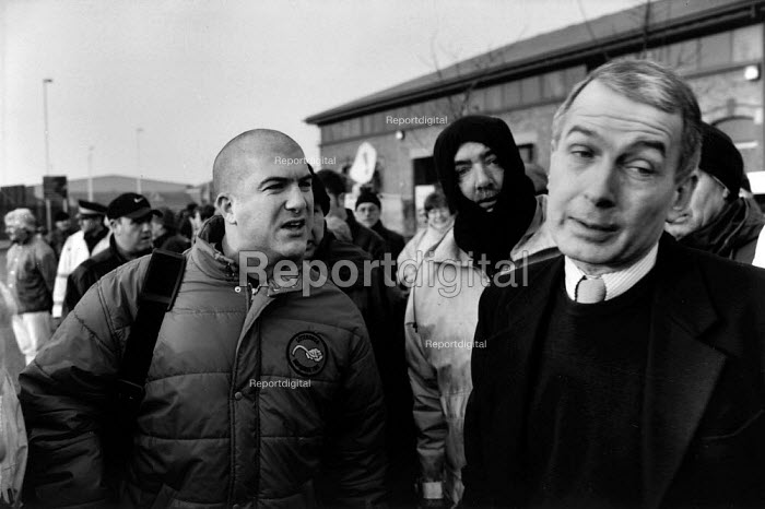 Frank Field MP for Birkenhead and Labour Minster for Social Security turning away from the arguments of an angry docker at Birkenhead Docks two days before the dispute ended during which two and a half year long dock dispute 400 dockers were sacked for refusing to cross a picket line, during which time the strike remained unofficial (TGWU) and the picket secondary. Liverpool Docks - David Sinclair - 1998-01-26