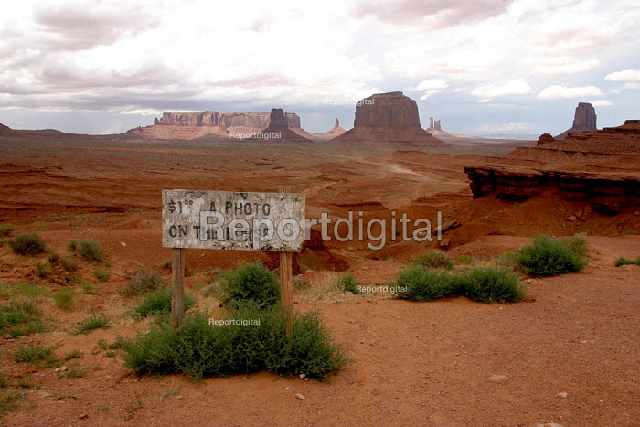 Eroded sandstone monoliths in the Monument Valley Navaho Tribal Park. - David Bacon - 2005-08-07