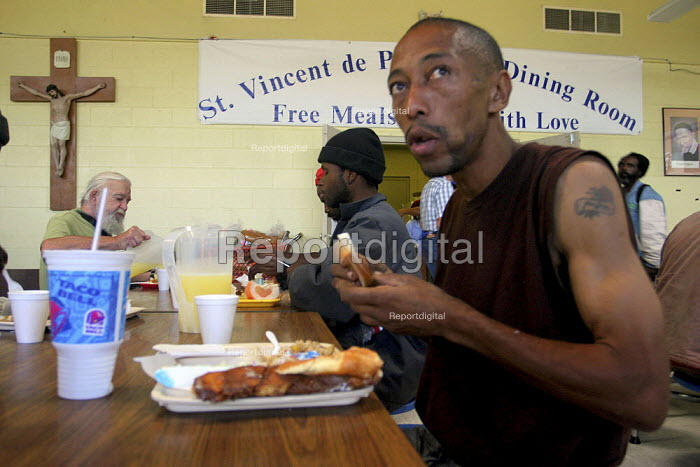 Hungry people eat lunch at the St. Vincent de Paul Dining Room in Oakland. Many people eating here are homeless, including families. Many have jobs but don't make enough money to buy food or pay rent. - David Bacon - 2005-08-23