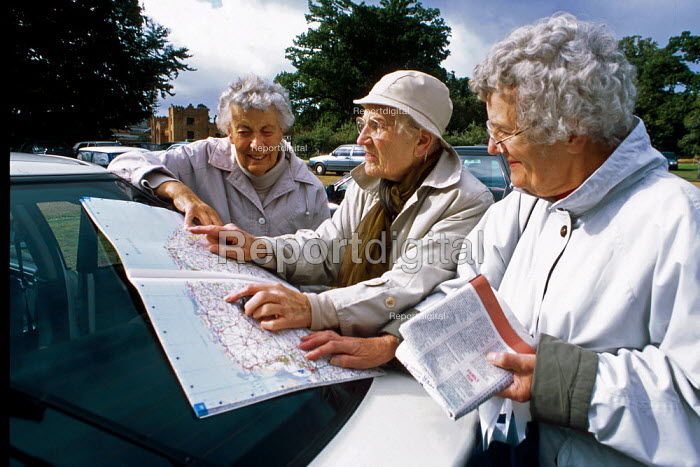 Weavers Way walk. Retired women seen map reading on the roof of their car in the National Trust Felbrigg Hall car park. - David Mansell - 2001-09-17