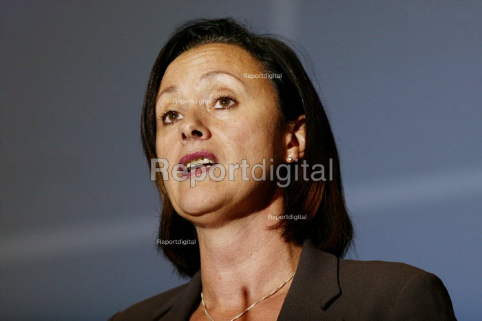 Debbie Coulter GMB speaking at the TUC confence 2005. - David Mansell - 2005-09-13