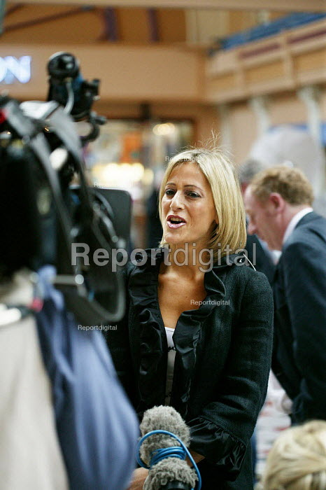 Emily Maitlis journalist and TV presenter, seen during the making of an outside broadcast of the BBC Newsnight programme at the Conservative Party Conference 2007. - David Mansell - 2007-10-01