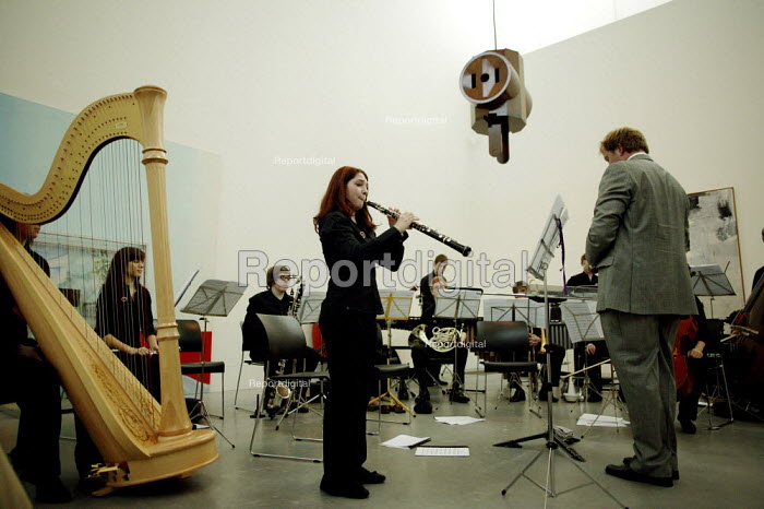 The National Youth Orchestra of Great Britain, performing at the Tate Modern, in London. - David Mansell - 2007-07-22