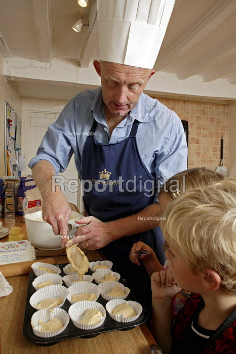 Guy Browning, a writer who has recently attended a basic novices cookery course, cooks fairy cakes with his children. - David Mansell - 2007-08-14