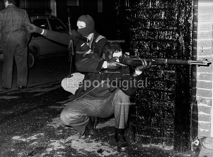 Armed IRA gunmen on the streets, West Belfast, Northern Ireland, 1979 - David Mansell - 1979-08-30