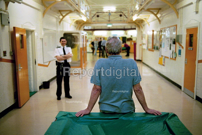 Report digital photojournalism - A day in the life of the inmates