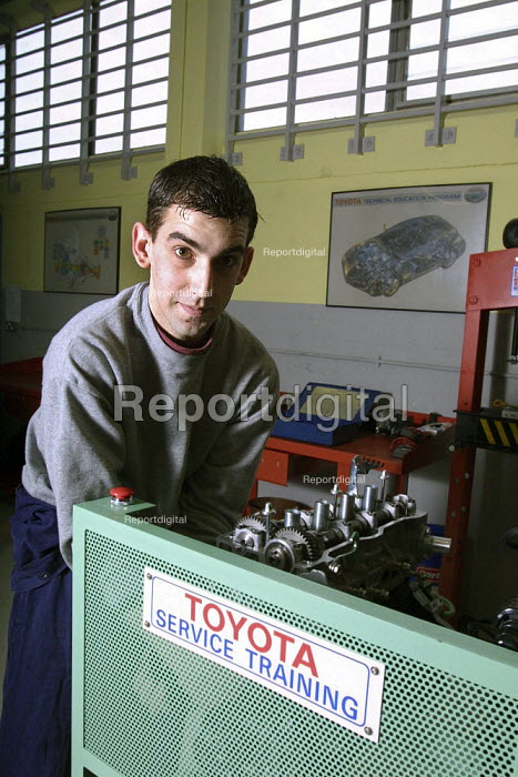 Young offenders on the Toyota service training programme, an 18 month course for car mechanics, at Aylesbury Prison. - David Mansell - 2003-01-21