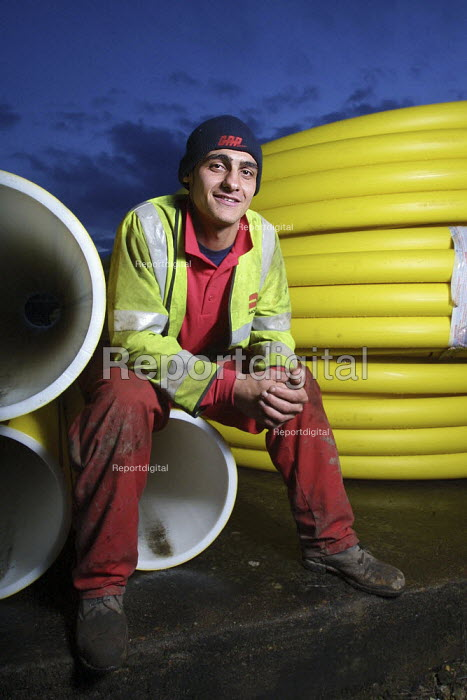 The National Grid and Transco Foundation which trains young offenders from Reading Prison to work in the gas industry as pipe layers. Daniel Rushdi, who served a prison sentence for robbery, seen at work as a gas sub-contractor for Morrison. - David Mansell - 2003-01-20