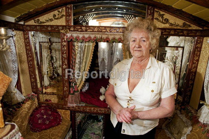 Report digital photojournalism - Maggie Smith-Bendell is a Romani