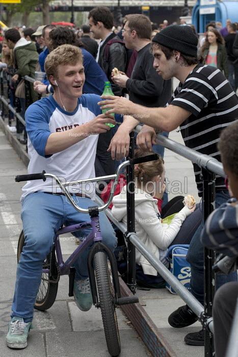 Mountainbike rider, Southbank Undercroft, London - David Mansell - 2012-06-02