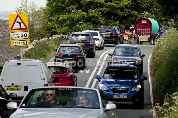 Appleby Horse Fair, Cumbria. Traffic jam as horse drawn caravans travel to the Fair. Traffic comes to standstill on the outskirts of Kirkby Stephen. - David Mansell - 2015-06-04