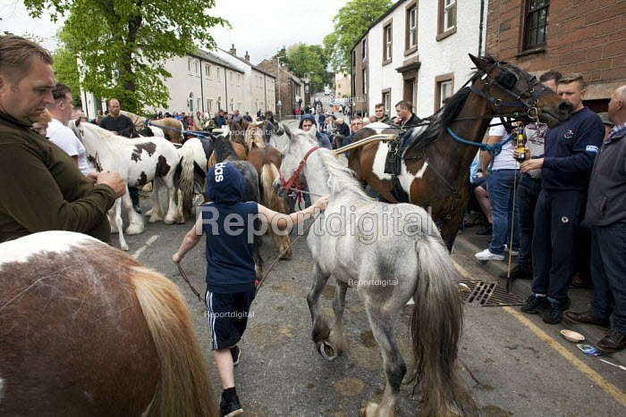 Appleby Horse Fair, Cumbria, horse dealers and buyers along the Sands - David Mansell - 2015-06-05