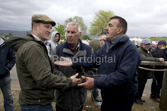 Appleby Horse Fair, Cumbria, horse dealing by well known Appleby characters, middle is John Skyes 84, on the right is Chris Booth from Nottingham, doing a deal with a technique known as the slap of the hand, trying to come to some agreement over the price of a horse. - David Mansell - 2015-06-06
