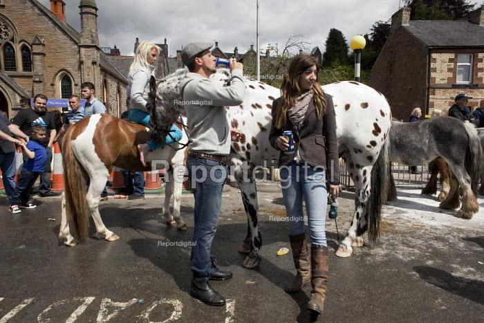 Appleby Horse Fair, Cumbria, horse dealing along the Sands - David Mansell - 2015-06-07
