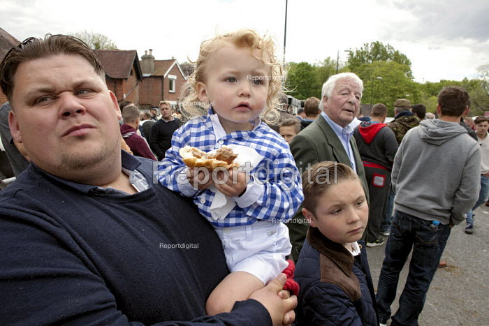 Wickham Horse Fair a traditional one day annual event, Hampshire. A father with his two children, eating a beefburger, watching the horses. - David Mansell - 2015-05-20