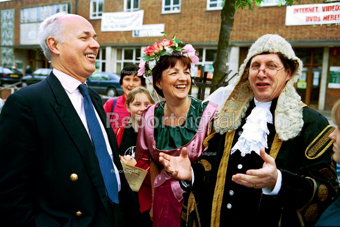Iain Duncan Smith, Conservative MP on the campaign trail in Essex. Duncan Smith is seen here talking to the the players from Gilbert and Sullivans Iolanthe. - David Mansell - 2001-05-20