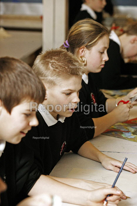 Year 7 school pupils, art lesson, Staunton Park Community School, Havant, Hampshire - David Mansell - 2005-02-01