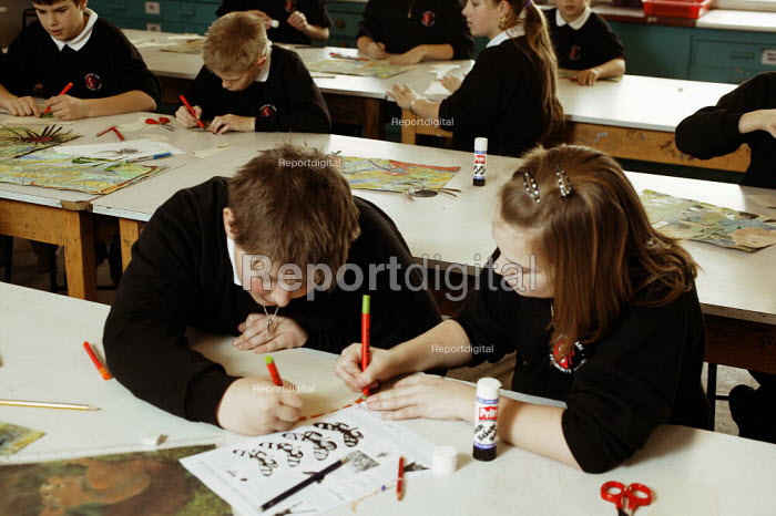 Year 7 school pupils, art lesson at the Staunton Park Community School, Havant, Hampshire - David Mansell - 2005-02-01