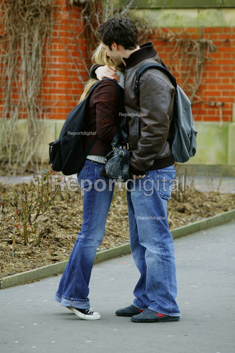 Birmingham University - student undergraduates on campus. A young couple obviously in love seen holding each other. - David Mansell - 2005-03-15