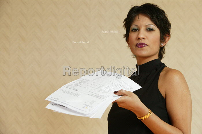 The electricity supplier Powergen sent out it's quarterly estimated bills, changed a meter in the process, technical errors occurred during reading the electricity meter, only to cause it's customer Archana Shah from Luton months of unnecessary stress, confusion and frustration. It has taken her many hours of writing letters and phone calls to try and sort the matter out with them. - David Mansell - 2006-01-29