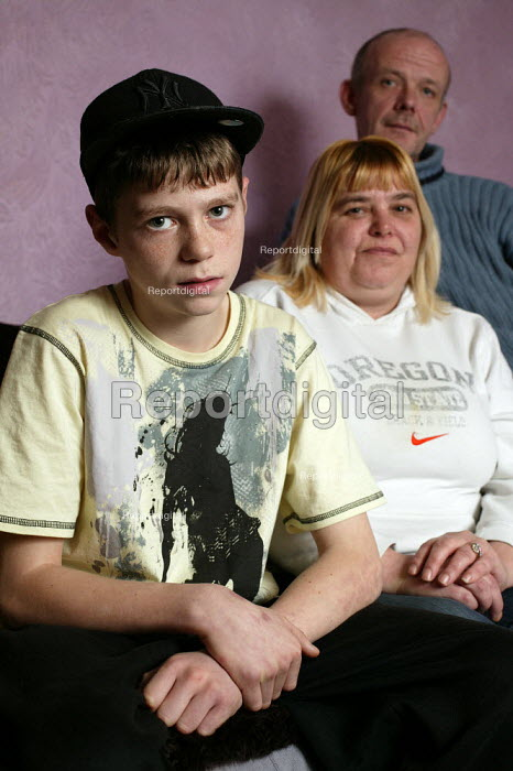 Peter Palmer, 14 years old, who he has been excluded from main school education, and now attends the North Herts Education Support Centre in Letchworth, Hertfordshire, seen with his mother Jackie and stepdad Martin. - David Mansell - 2006-02-06