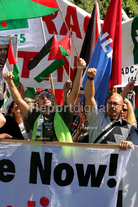 Protests in San Francisco against the U.S. war in Iraq. - David Bacon - 2004-06-05