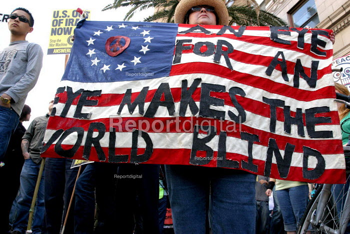 Protests in Hollywood against the U.S. war in Iraq. - David Bacon - 2004-06-05