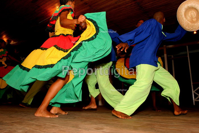 A youth group performs Afro Colombian dances at a community fiesta. Colombia - David Bacon - 2006-10-28