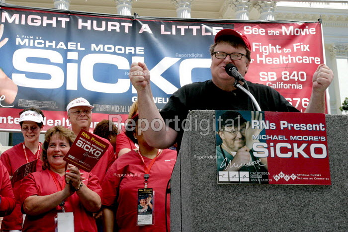 Filmmaker Michael Moore in Sacramento to show a preview of his film Sicko, and advocate single payer health care reform. He was invited by the California Nurses Association, who campaign for single payer for years. - David Bacon - 2007-06-12