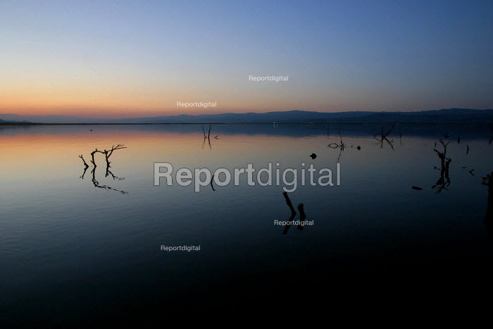 The Salton Sea, an artificial sea below sea level created in the desert between the Coachella and Imperial Valleys by the accidental diversion of the Colorado River. Today it is a sanctuary on the migratory route for many birds. - David Bacon - 2006-05-29