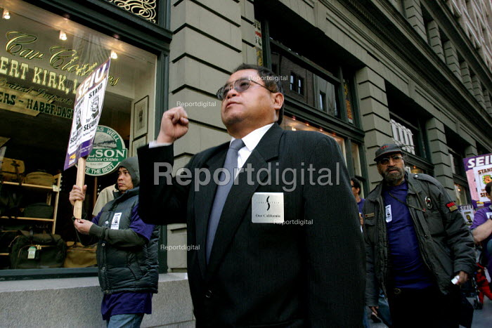 Security guards in San Francisco buildings march to... - David Bacon, DNB070729.jpg