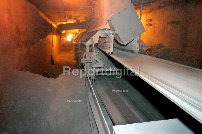 Cananea copper mine, the largest in Mexico, many unsafe... - David Bacon, DNB0709mex05.jpg