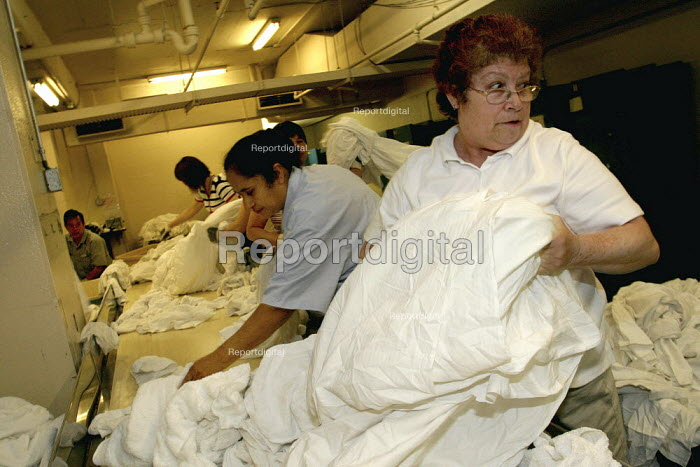 Laundry workers at the Hilton Hotel, one of the most luxurious hotels in the US. - David Bacon - 2007-10-08